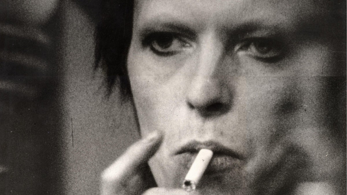 a lad insane a guide to david bowie part one
